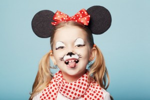 little girl with mouse mask