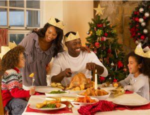 Idee per la tavola di Natale: corone di carta